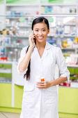 Fotografie pharmacist talking on smartphone