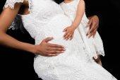 dcera se dotýká břicho Matky