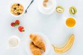 chutné snídaně s croissanty