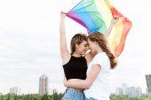 Fotografie lesbický pár s lgbt vlajky