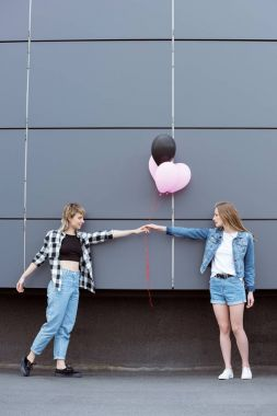 lesbian couple with air balloons