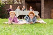 Fotografie kids resting on green grass