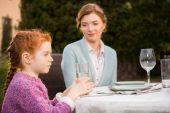Rodinná večeře v krajině