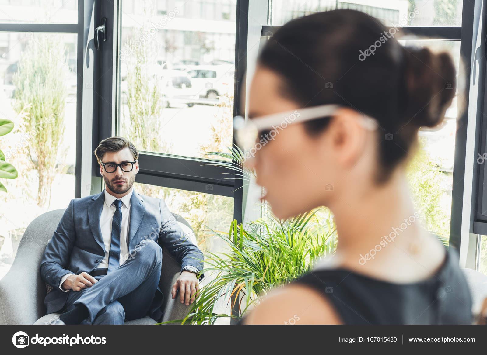 Recherche des hommes d'affaires