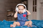 Photo baby boy wearing white headphones