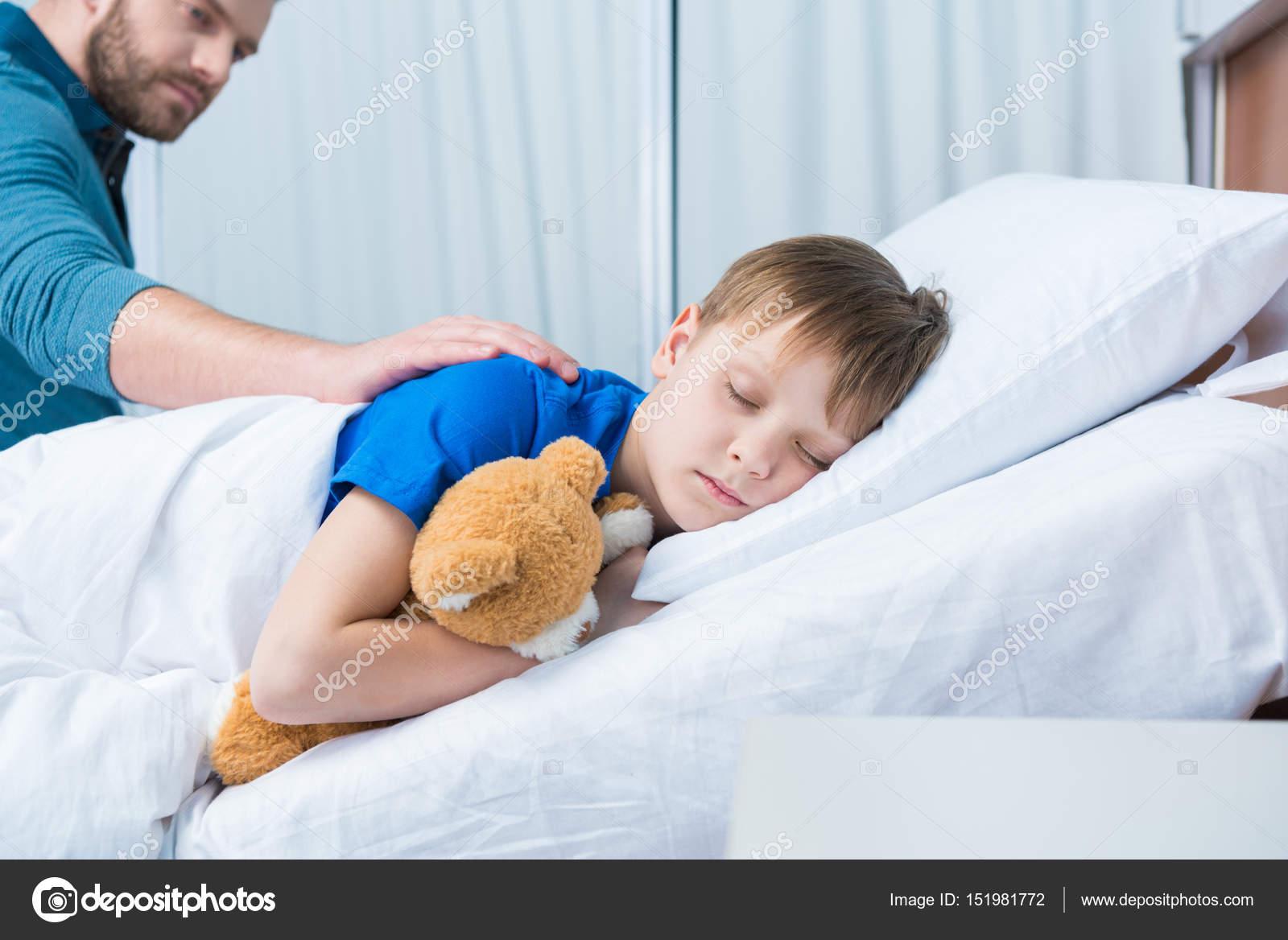 Сын с матерью в койке