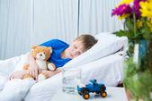 Photo Little boy in hospital bed