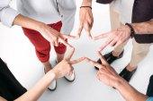 Freunde versammelten Hände in Form eines Sterns