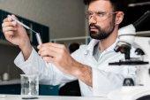 Provedení experimentu vědec