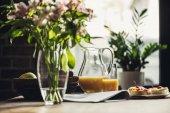 Fotografie breakfast on kitchen table