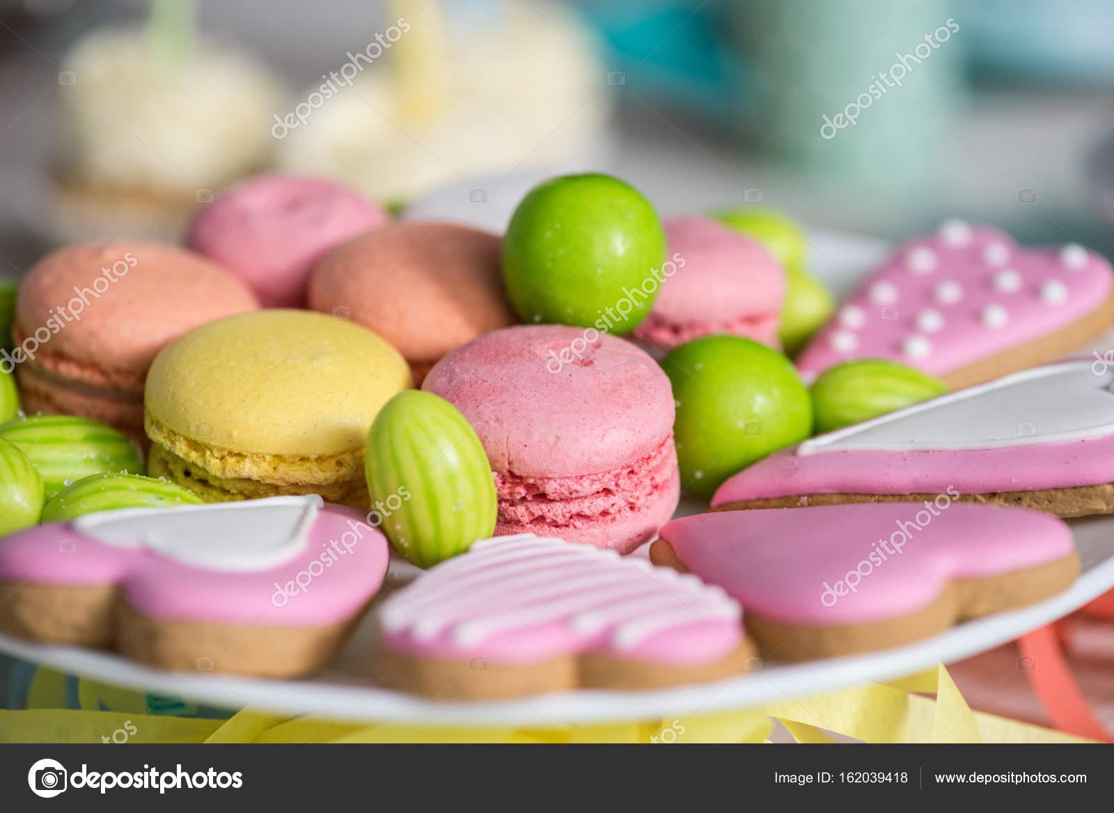 Chwalebne pyszne słodycze, na urodziny — Zdjęcie stockowe © AlexLipa #162039418 NU97