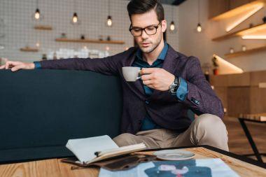 businessman drinking coffee in coffee shop