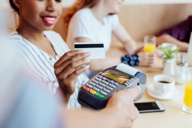 payment by credit card and terminal