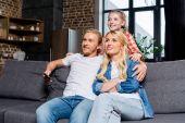 Fényképek a szülők a gyermek tv-nézés