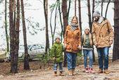 rodina spolu trávili čas v přírodě