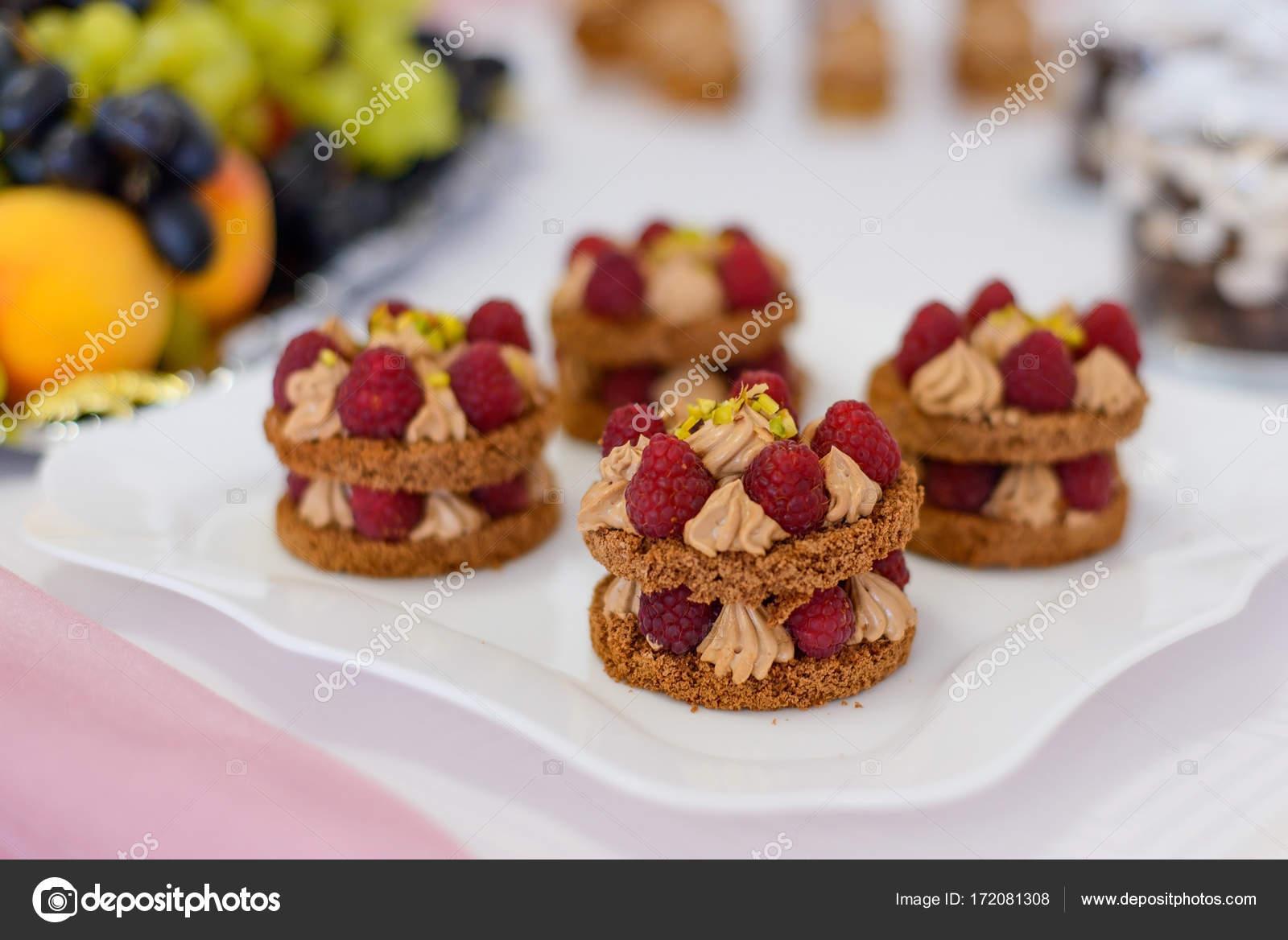 Buffet Di Dolci E Frutta : La torta nuziale e il buffet di dolci e frutta magic wedding in