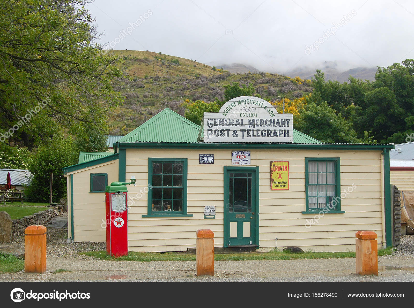 general store and post office cardrona stock editorial photo