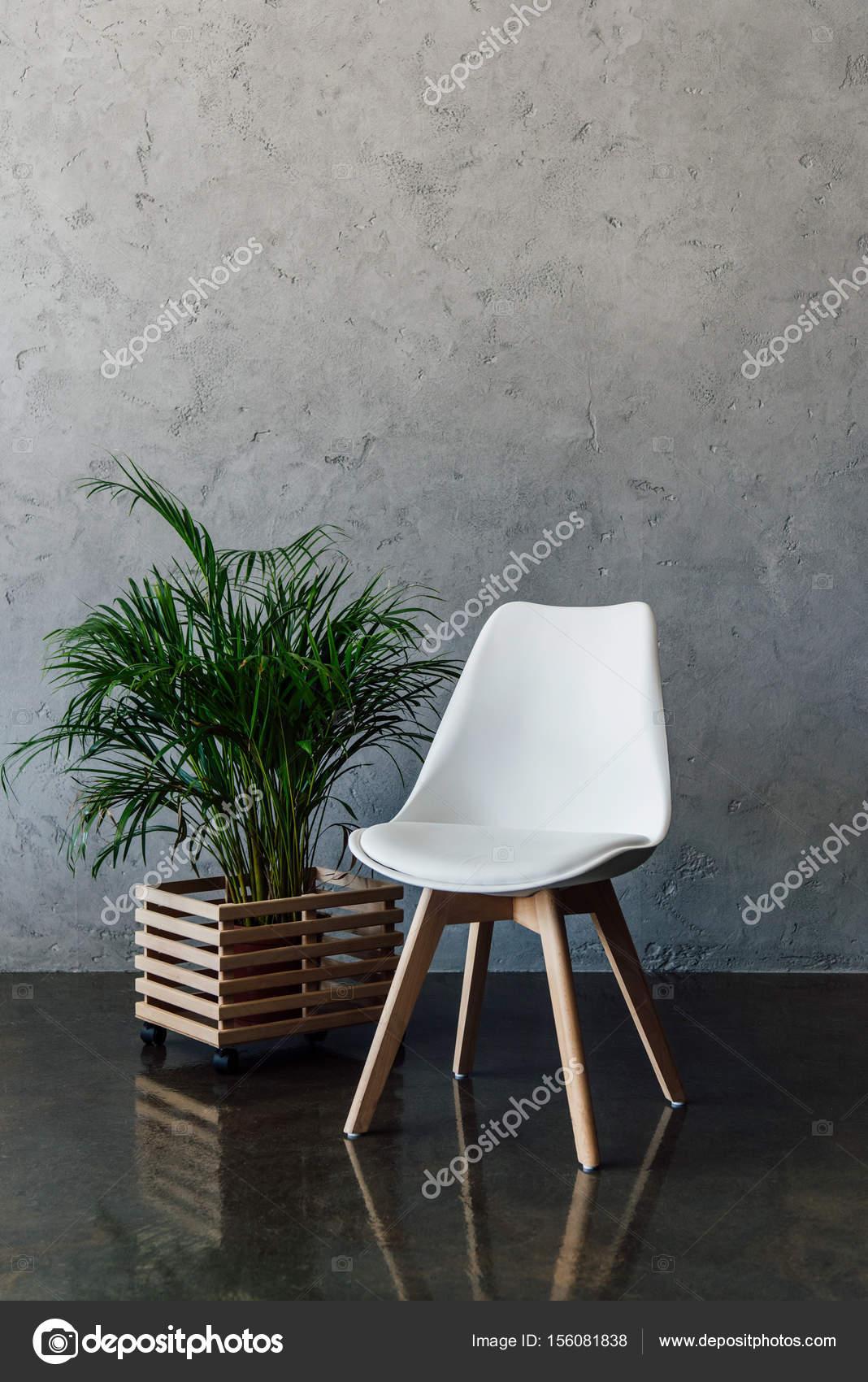 chaise blanche moderne photographie y boychenko 156081838. Black Bedroom Furniture Sets. Home Design Ideas