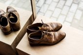 Photo high angle view of modern brown male shoes at showcase in shop