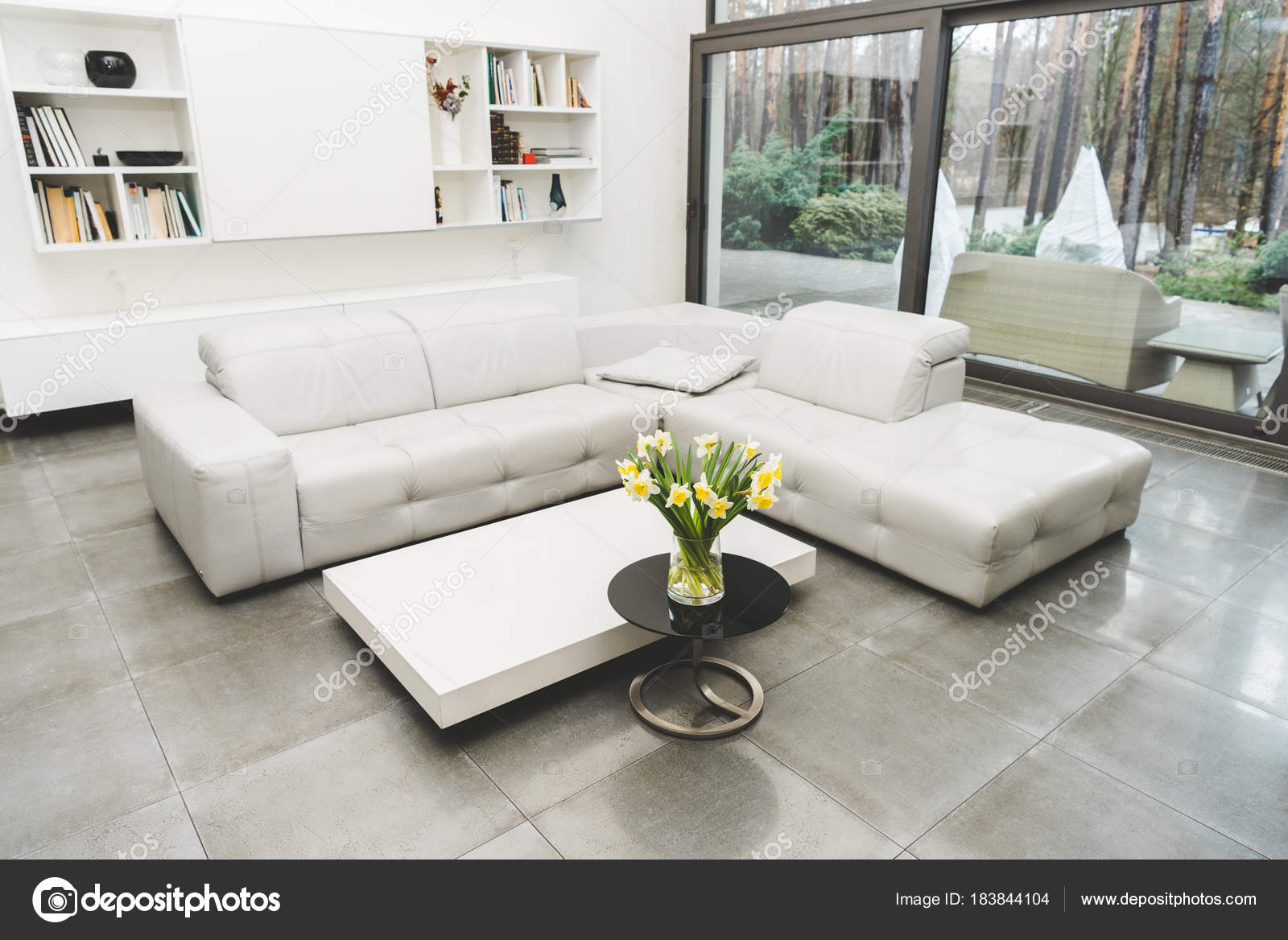 View Empty Living Room White Sofa Bouquet Flowers Coffee Table ...