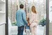 Fotografie Rückansicht der Familie suchen Fenster zu Hause
