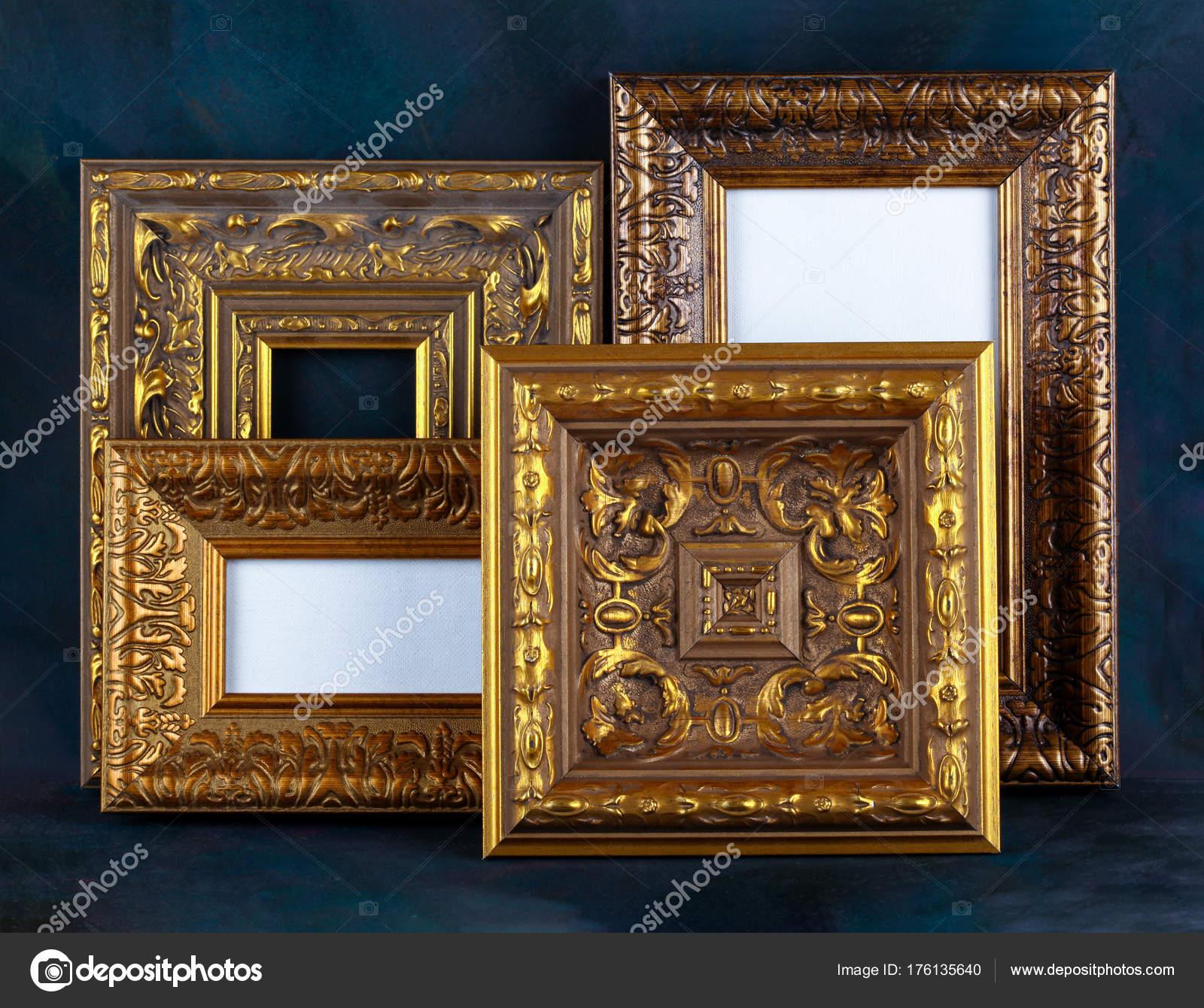 Antiguo Marco Espejo Retro Oro — Foto de stock © sbelov #176135640