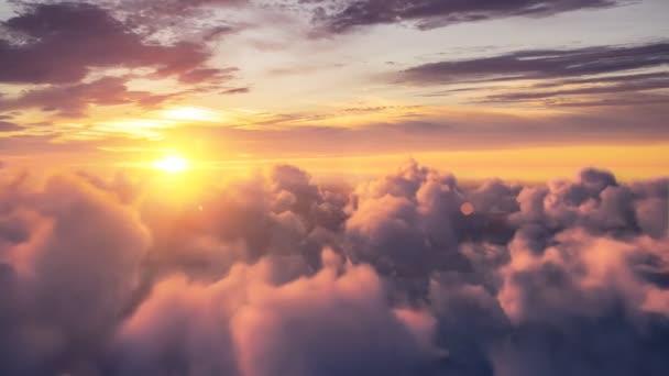 Létání nad krásný večer timelapse mraky, plynule smyčce