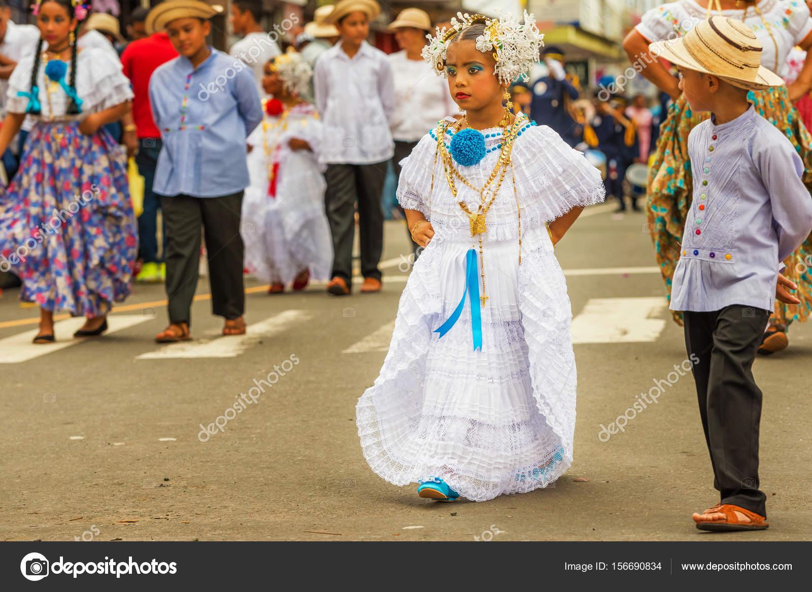 La Pollera De Panama Chicas Jovenes Marchando En El Desfile En C