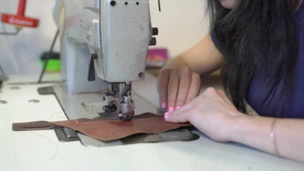 La Cucire Pelle Ragazza Per Blocco Scarpe Blu Cuce Stivali Femminile Al Macchina Frammento In Un Maglietta eDHbWE2YI9
