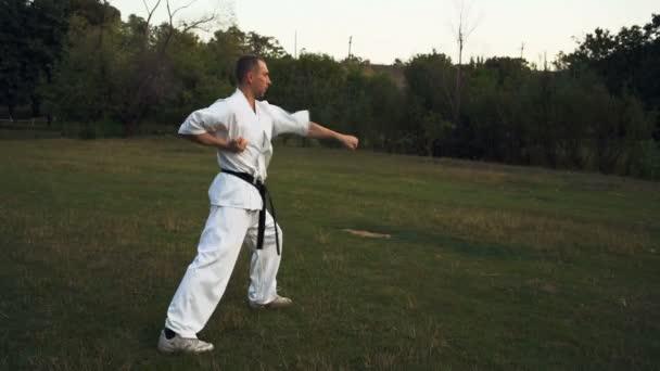 Mester a Karate fehér kimonó Hones mestervizsga Városliget Rano reggel