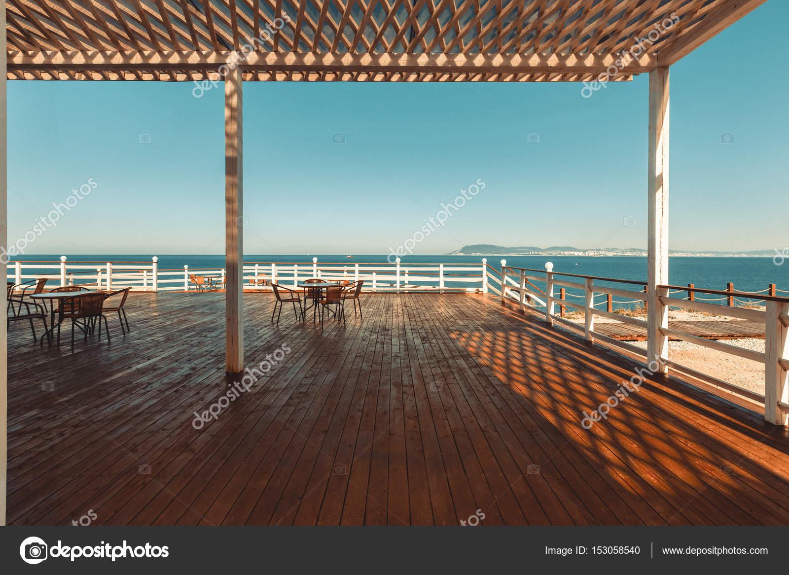 Terrasse En Bois Avec Vue Sur Mer Et Coucher De Soleil Resort Voyage  Conceptu2013 Images De Stock Libres De Droits