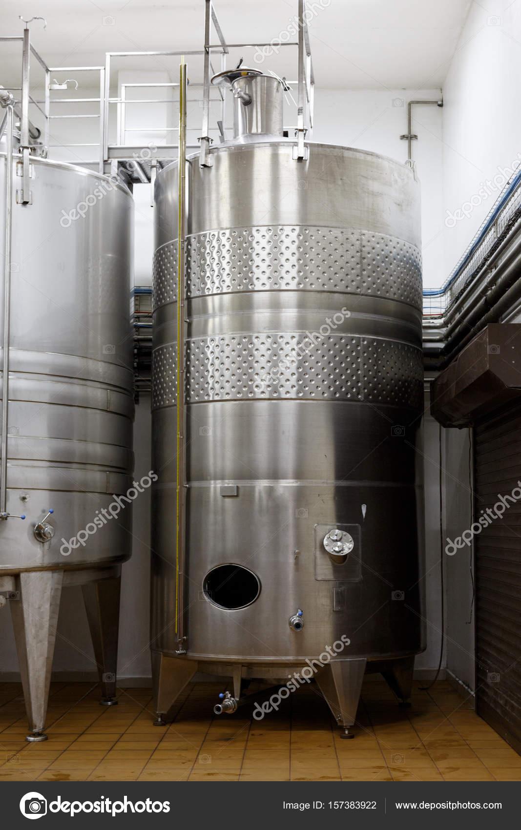 Cave à vin moderne avec Concept de Production de vin ...