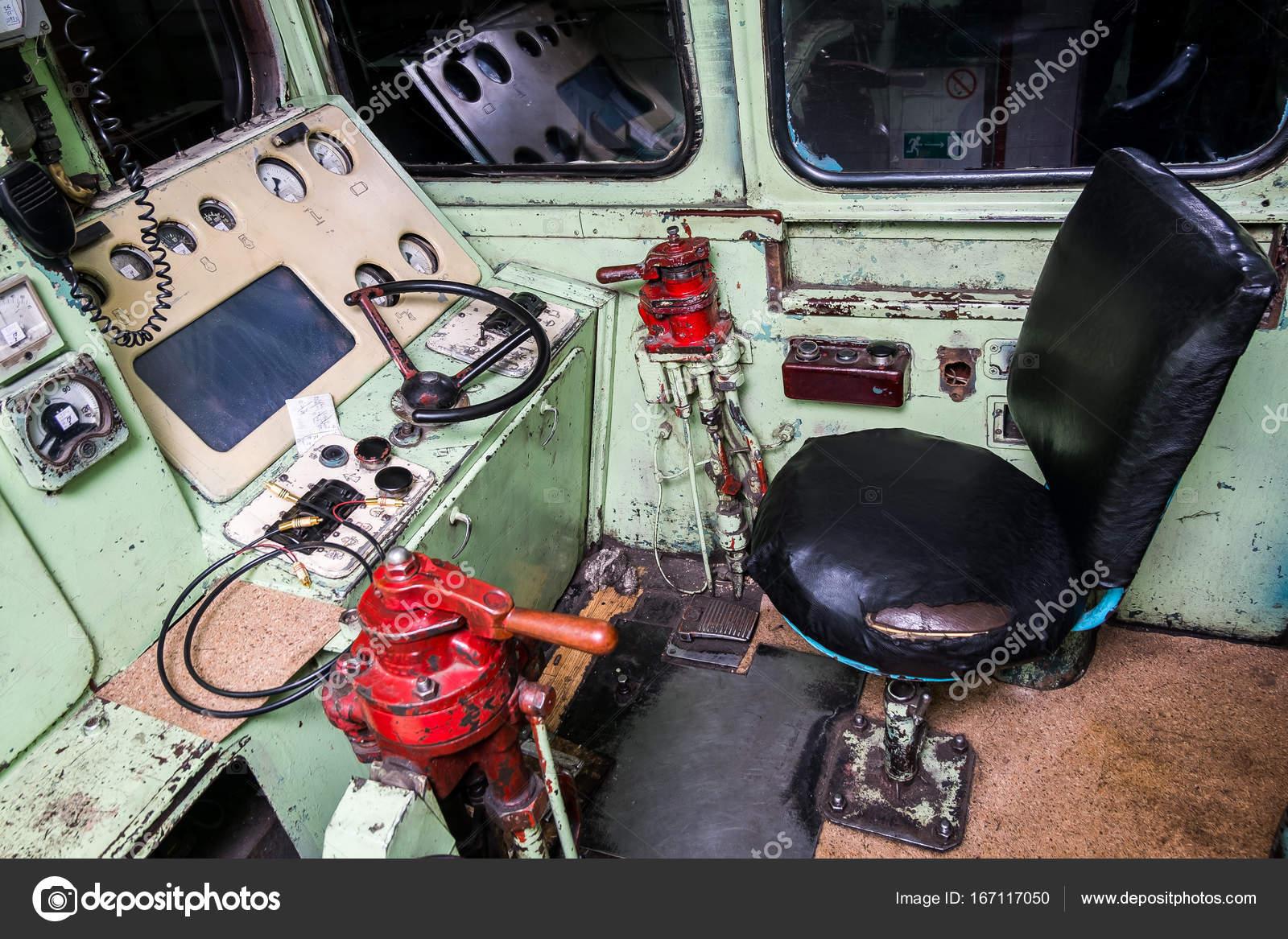 Interno della cabina dell 39 operatore un treno foto stock for Disegni base della cabina