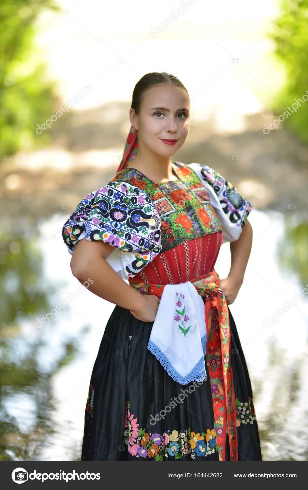 Slowakische Frau Tänzerin — Stockfoto © muro #164442682