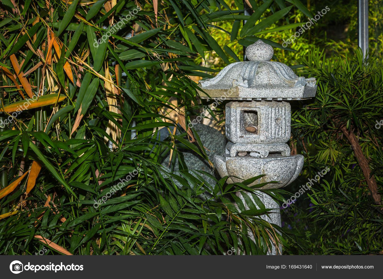 Jardin Zen Bambou Avec Lampe De Pierre Photographie Ms