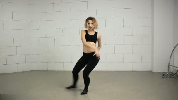 Asiatka mladá žena tance studio moderní a pouliční choreografie Jazz-funk