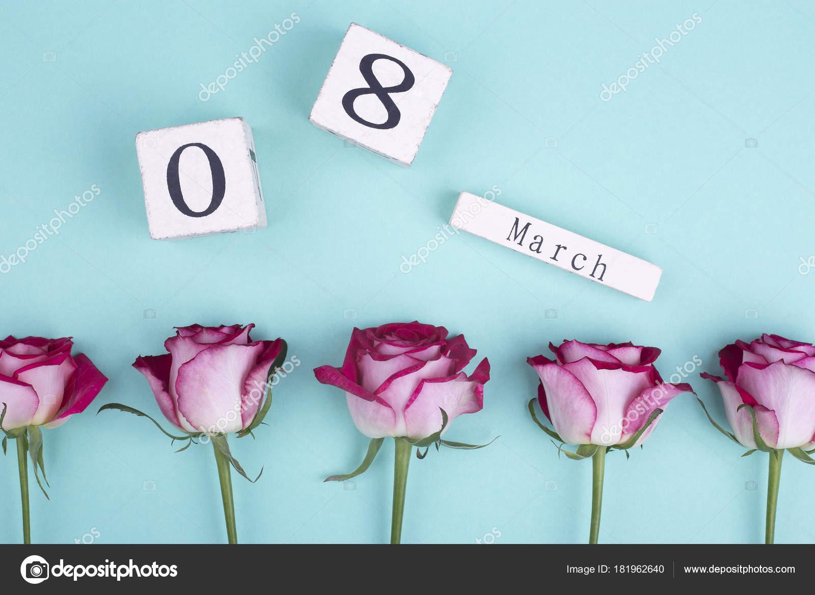 Calendario Ua.Rosas Y Calendario Antiguo De Madera Foto De Stock C Elenaruban Ua