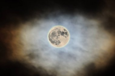 Super Moon 2016, bright, cloudy colored sky, close up