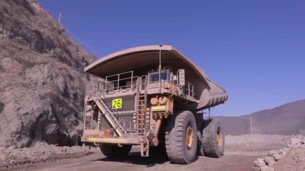 Dump Truck in den Kessel von mir — Stockvideo © erlucho #147130995