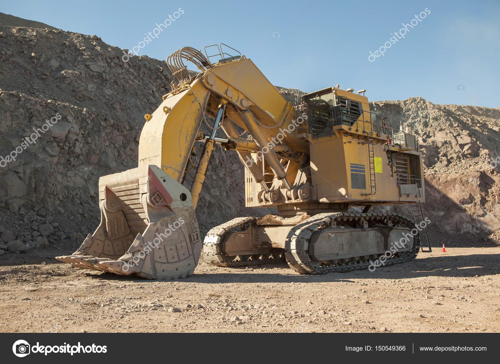Pictures Huge Excavator Huge Excavator Mining Stock Photo C Erlucho 150549366