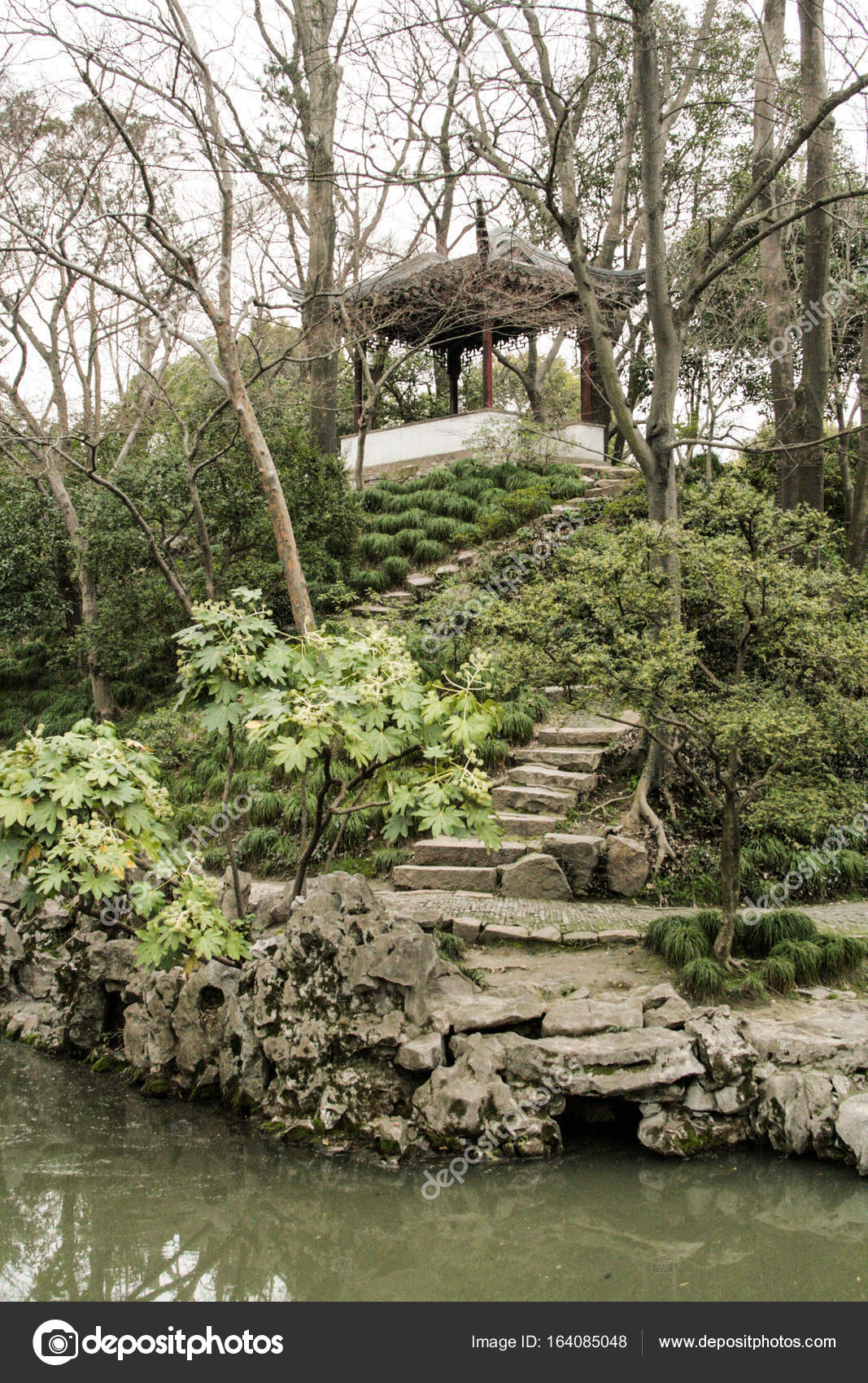 Jardines chinos Foto de stock Linusek 164085048