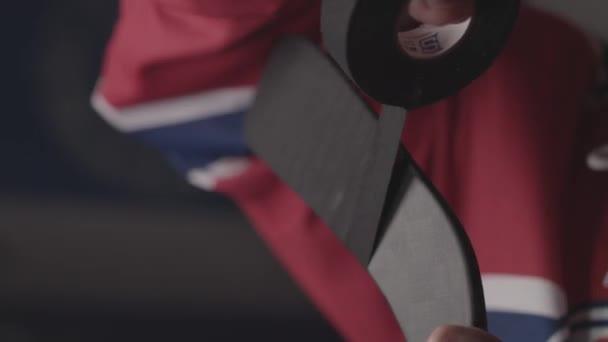 hokejista pokrývající hokejka s typem