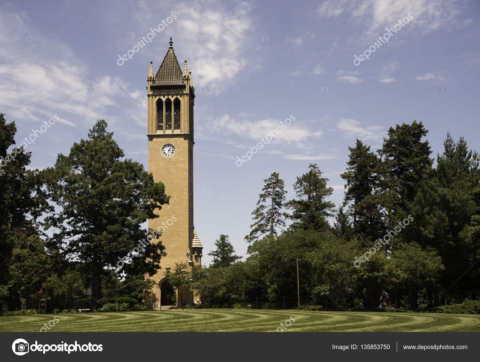 アイオワ州立大学の時計塔 — ス...