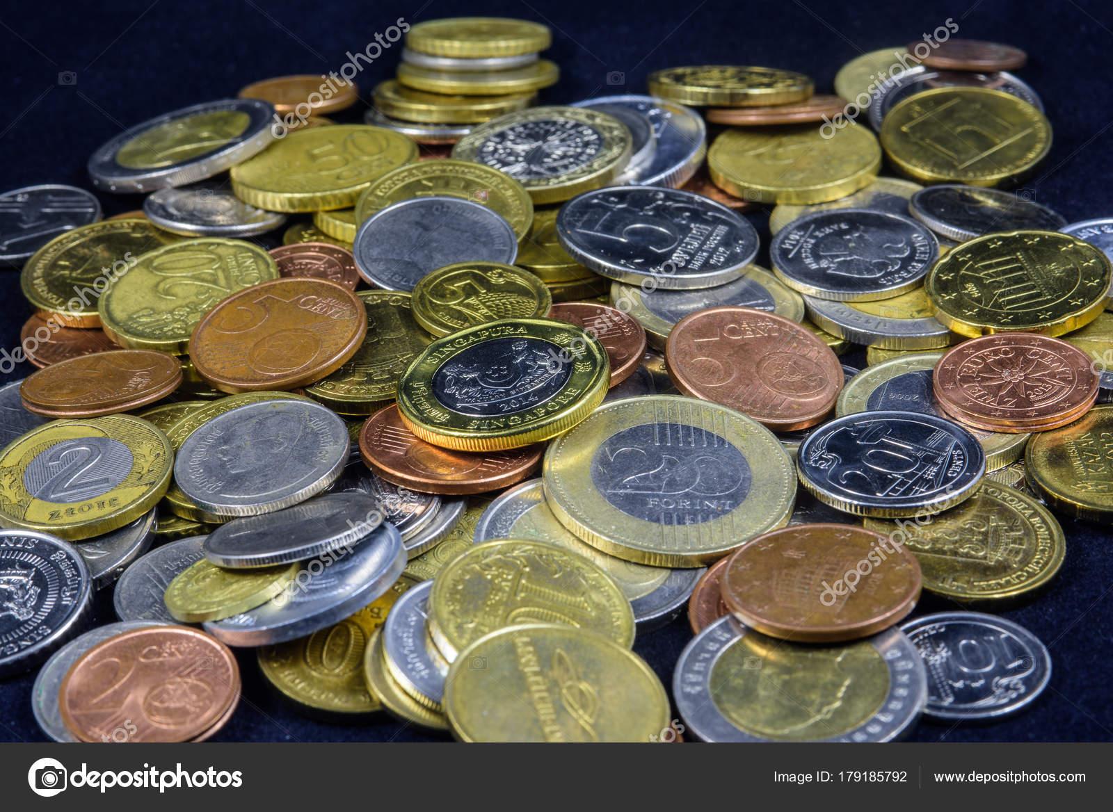 Eine Handvoll Kleingeld Münzen Verschiedener Länder Stockfoto