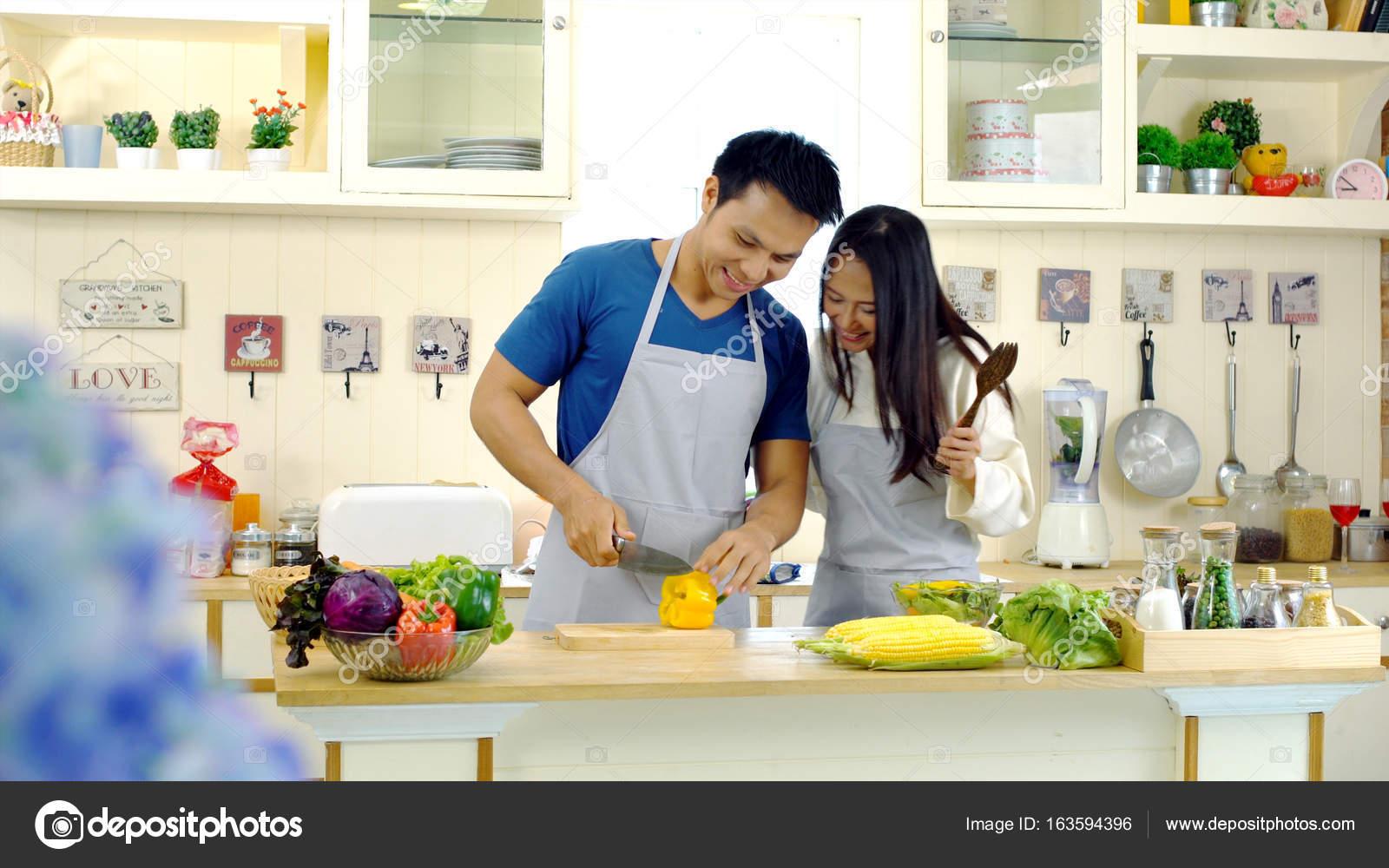 Junge Asiatische Paar Geniessen Sie Zur Zubereitung Von Speisen In