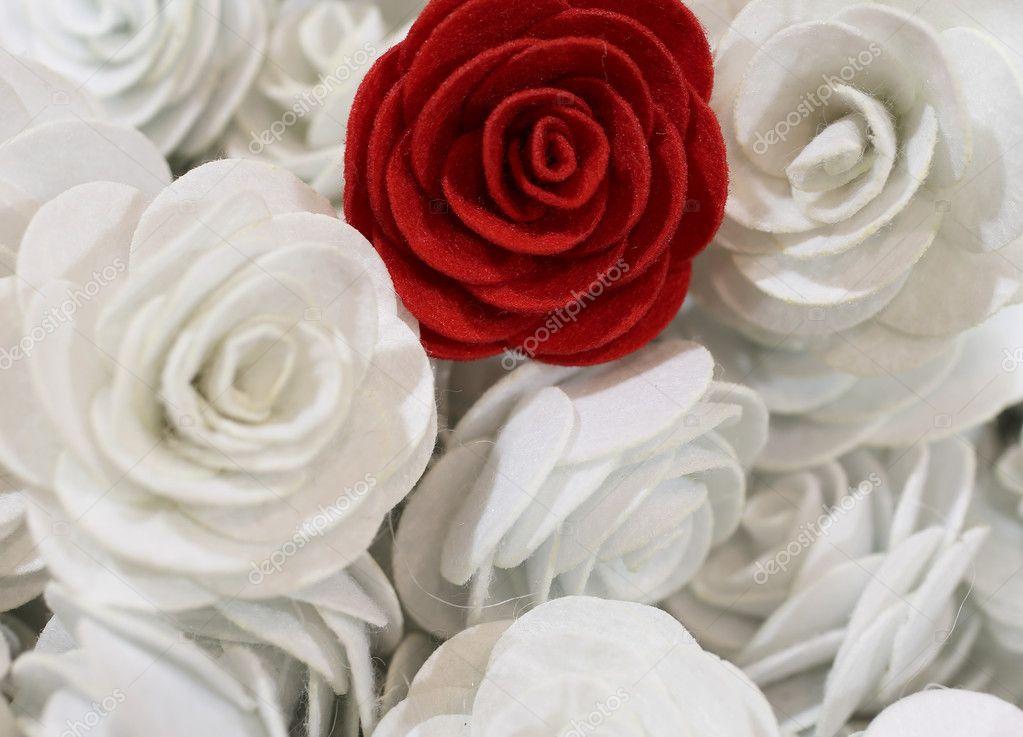 rote rose und viele kleine wei e rosen handarbeit. Black Bedroom Furniture Sets. Home Design Ideas