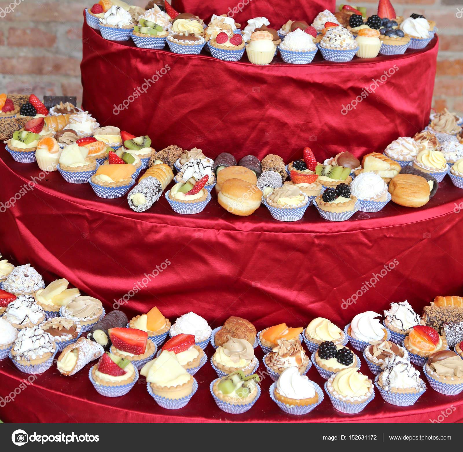 Kuchen Mit Pudding Und Obst Wahrend Der Hochzeit Mittagessen In Der