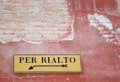 dopravní značka s označením k dosažení slavný Most Rialto