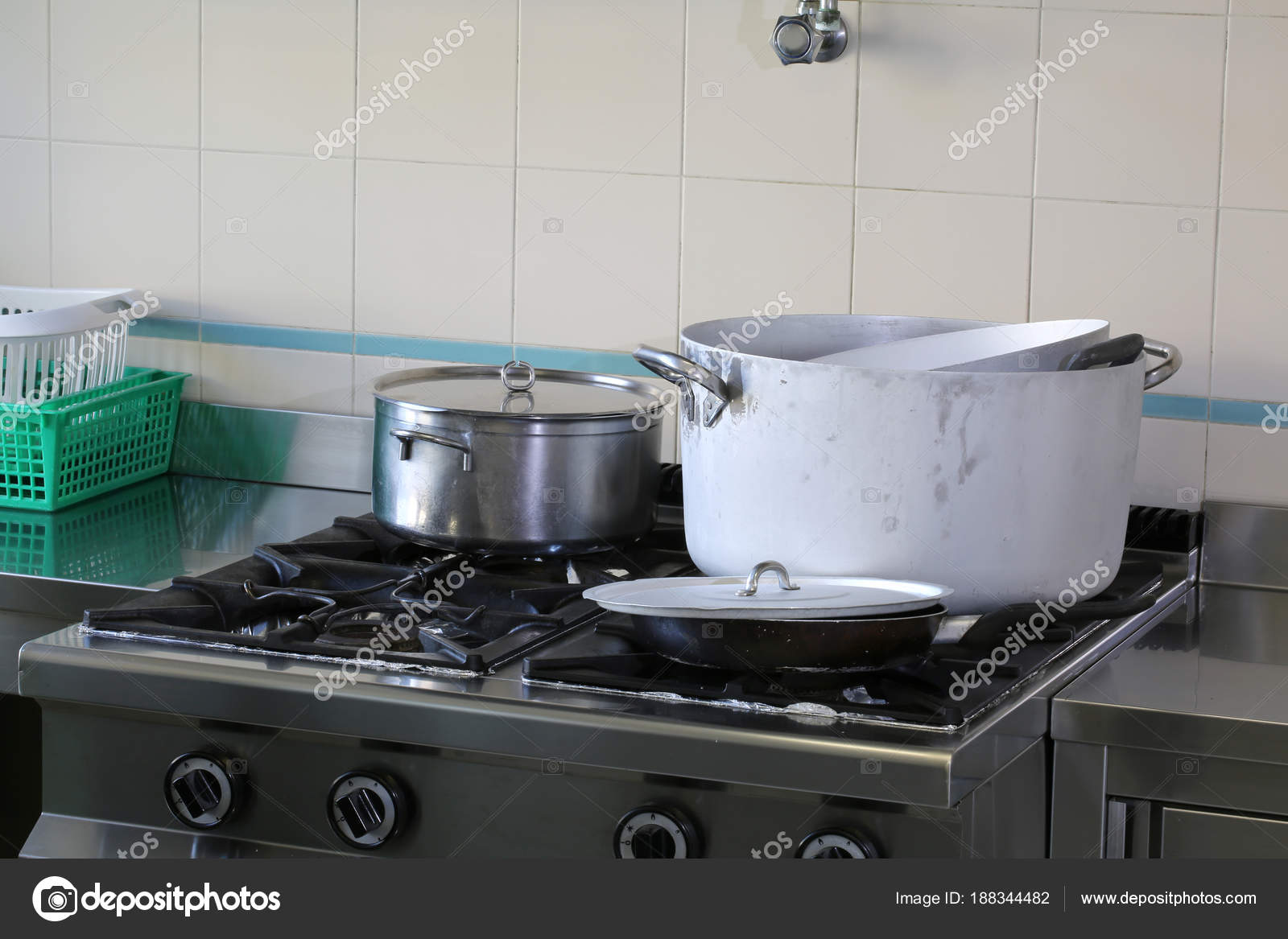 Muitas Panelas Na Cozinha Industrial De Caterign Stock Photo