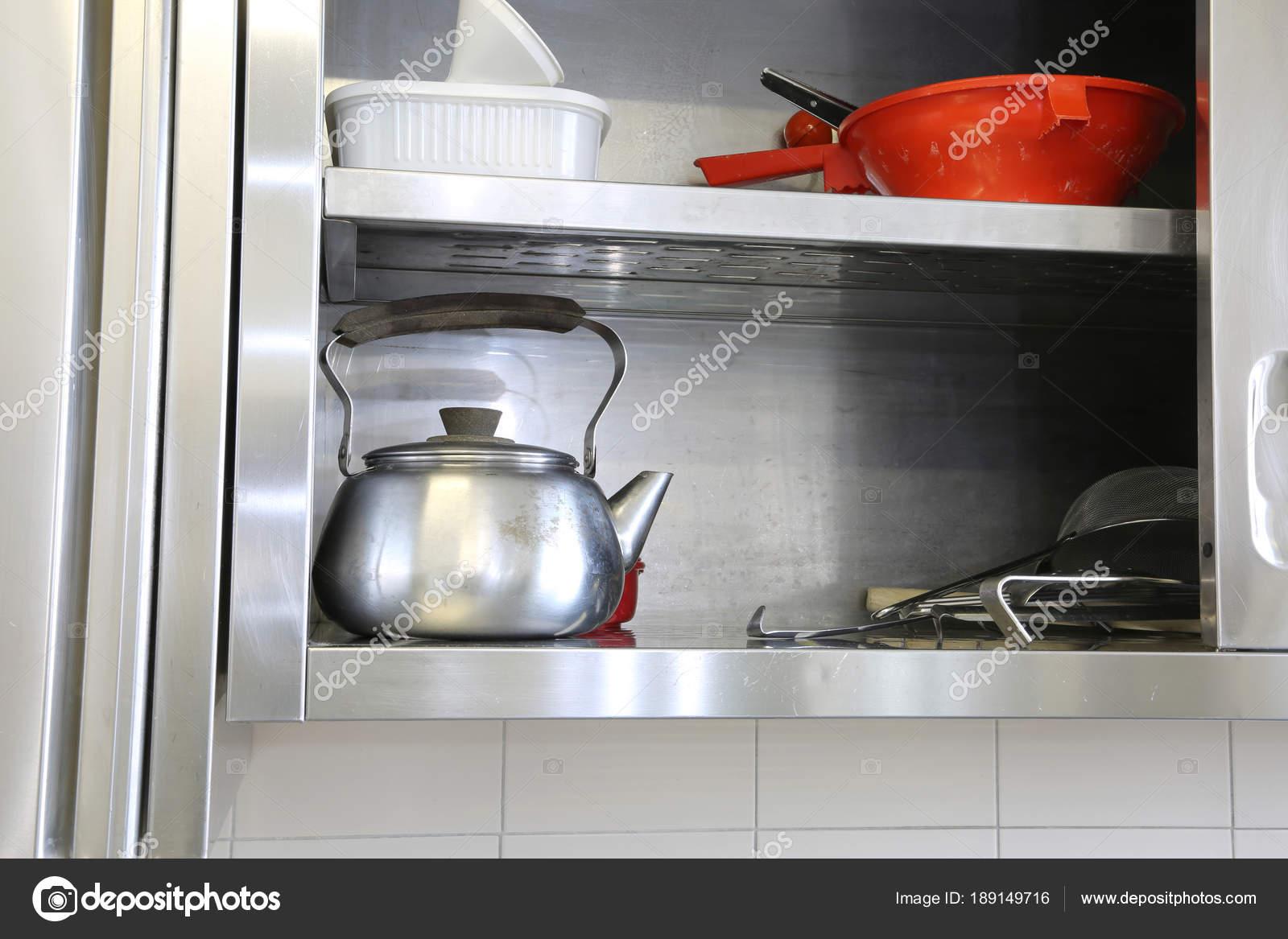 Bule De Chá Metal No Aparador De Um Restaurante U2014 Fotografia De Stock